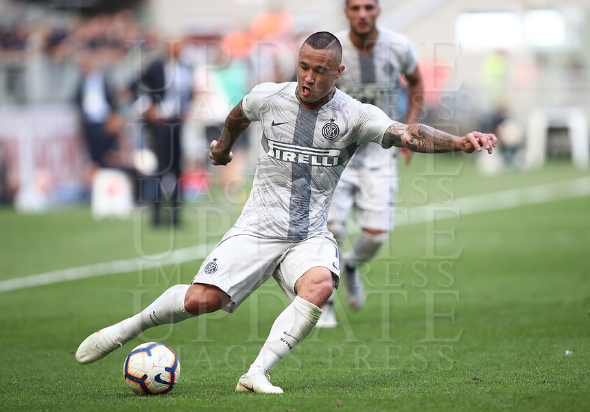 Calcio, Serie A: Inter Milano-Parma, Giuseppe Meazza stadium, September 15, 2018.<br /> Inter's Radja Nainggolan in action during the Italian Serie A football match between Inter and Parma at Giuseppe Meazza (San Siro) stadium, September 15, 2018.<br /> UPDATE IMAGES PRESS/Isabella Bonotto