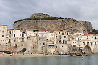 - Sicilia, l'antico borgo marinaro di Cefal&ugrave;<br />