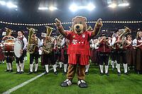 FUSSBALL   1. BUNDESLIGA  SAISON 2012/2013   5. Spieltag FC Bayern Muenchen - VFL Wolfsburg    25.09.2012 Eine Blaskapelle mit Musikanten in der Allianz Arena mit dem Maskottchen Bernie