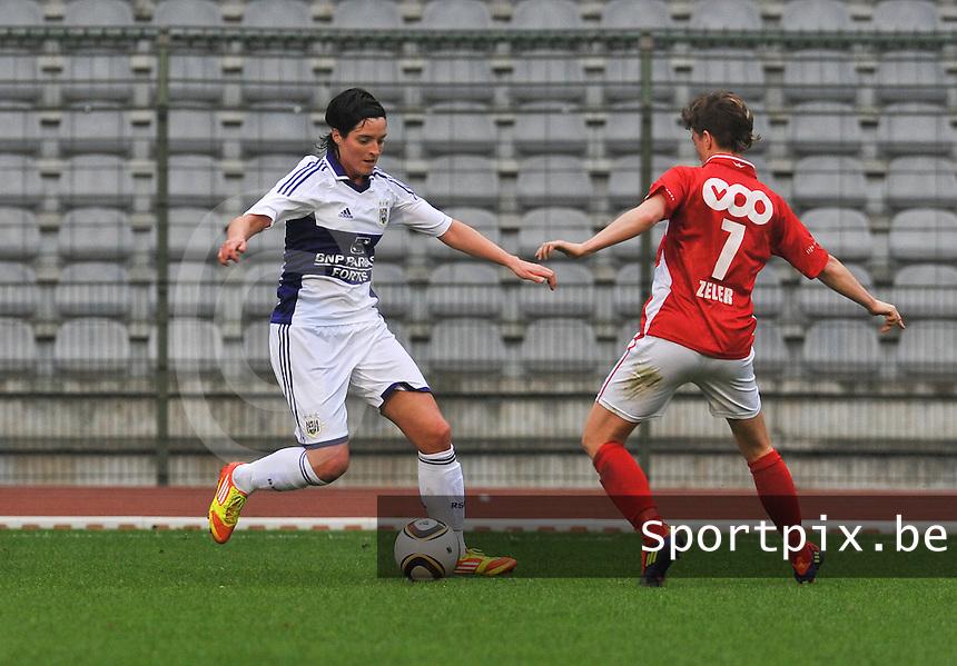 RSC Anderlecht Dames - Standard Femina de Liege : Cecile De Gernier aan de bal voor Aline Zeler.foto DAVID CATRY / Vrouwenteam.be