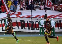 BARRANQUILLA- COLOMBIA - 19-08-2015: Davinson Monsalve  jugador del Atletico Junior  de Colombia celebra su gol contra  el Deportes Tolima de Colombia  durante partido de vuelta por la Fase II de  Copa Sudamericana jugado en el estadio Metroplitano. / Davinson Monsalve player of Deportes Tolima   celebrates his goal against of Atletico Junior  of Colombia  during the second leg of Copa Sudamericana Phase II played in the Metroplitano stadium . Photo: VizzorImage / Alfonso Cervantes / Contribuidor