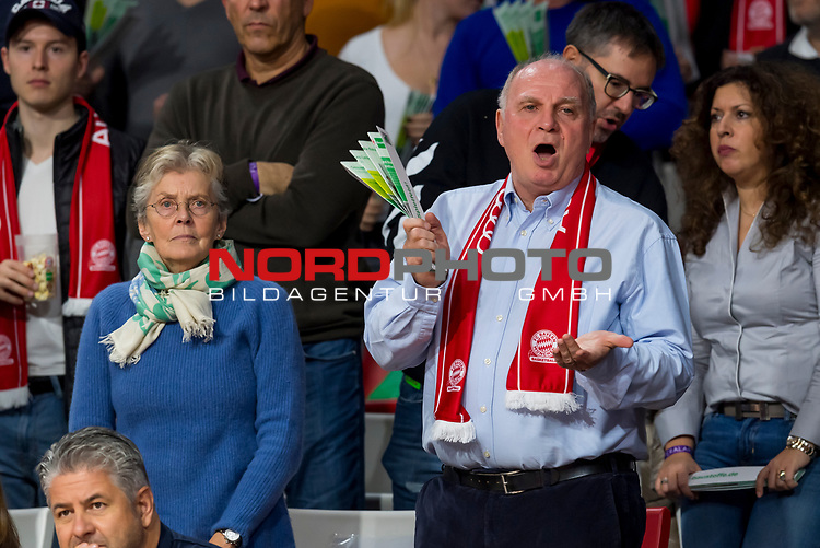 10.11.2019, Allianz Arena, Muenchen, GER, 1.FBL,  FC Bayern Muenchen vs. Borussia Dortmund, DFL regulations prohibit any use of photographs as image sequences and/or quasi-video, im Bild Susanne Hoeness mit Uli Hoeness (Praesident FCB) <br /> <br />  Foto © nordphoto / Straubmeier
