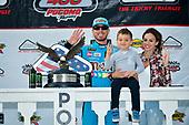 #18: Kyle Busch, Joe Gibbs Racing, Toyota Camry M&M's Hazelnut in victory lane