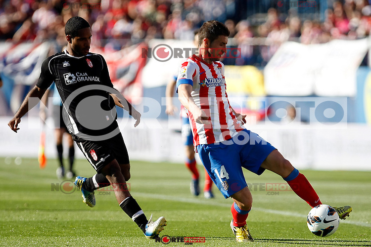 Atletico's Gabi and Granada's Ighalo during La Liga BBVA match. April 14, 2013.(ALTERPHOTOS/Alconada)