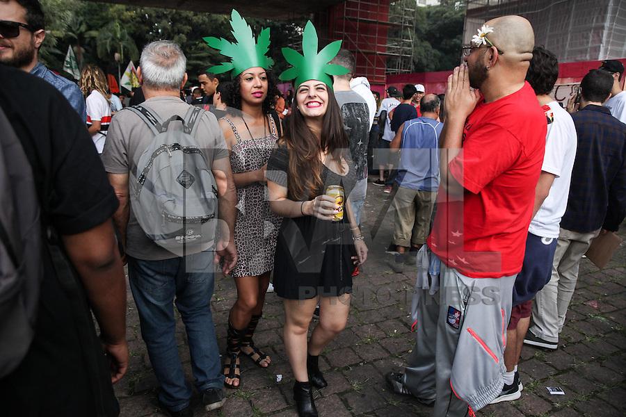 SÃO PAULO, SP - 23.05.2015 - MARCHA-MACONHA - Manifestantes em prol da legalização da maconha realizam ato na Avenida Paulista neste sábado 23. (Foto: Douglas Pingituro / Brazil Photo Press)