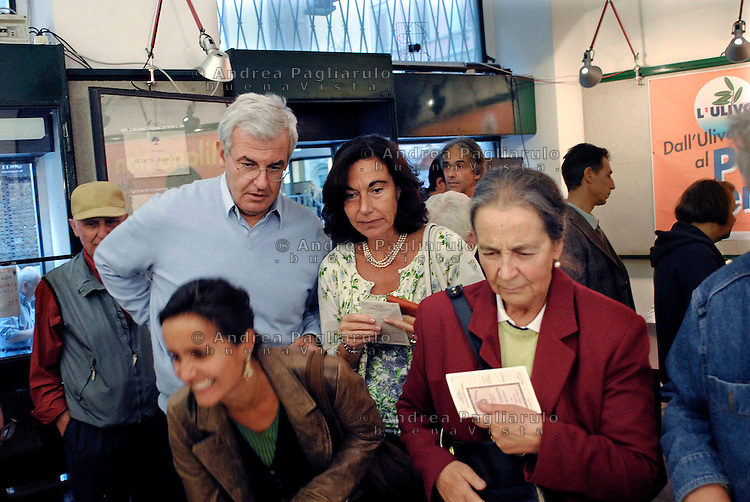 Milano, Sezione Aldo Aniasi di corso Garibaldi, 14/10/2007..Alessandro Profumo e  Sabina Ratti votano alle primarie del Partito Democratico..© Andrea Pagliarulo