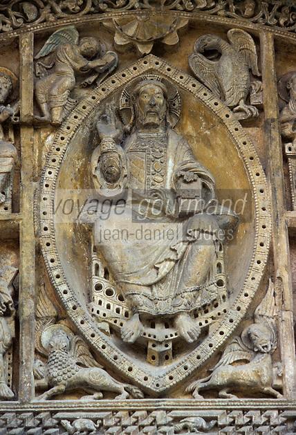 Europe/France/Midi-Pyrénées/46/Lot/Vallée de la Dordogne/Carennac: Tympan roman de l'église Saint-Pierre XIIème - Détail Christ en majesté