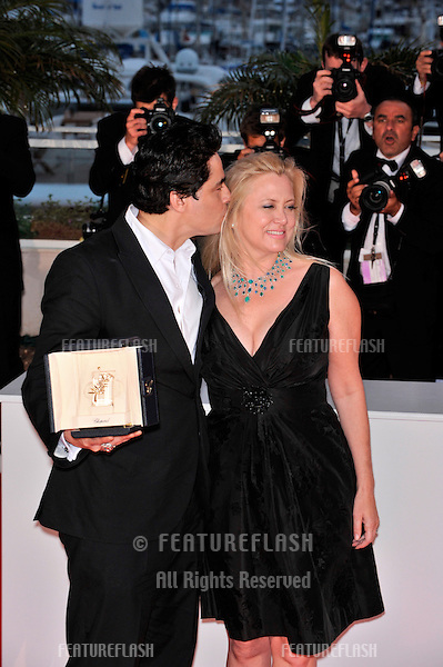 "Benicio Del Toro, winner of the Best Actor Award (""Che""), & producer Laura Bickford at the 61st Annual International Film Festival de Cannes. .May 25, 2008  Cannes, France..Picture: Paul Smith / Featureflash"
