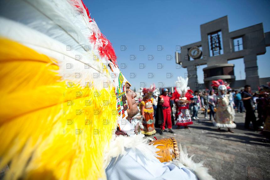 MDF01212000. Fieles de la virgen de Guadalupe se dieron cita para agradecer las peticiones que les cump´lió en el años o para pedir algún favor en la Basílica de Guadalupe de la Ciudad de México.  NOTIMEX/FOTO/ALEJANDRO MELÉNDEZ/AMO/REL/