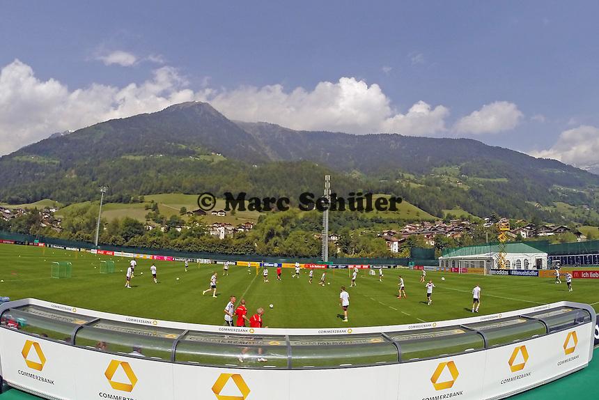 Trainingsplatz der Nationalmannschaft in St. Martin - Trainingslager der Deutschen Nationalmannschaft zur WM-Vorbereitung in St. Martin