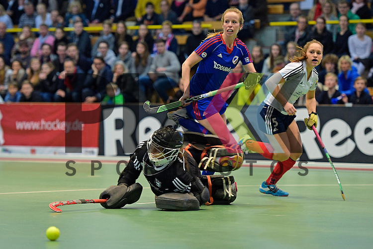 GER - Luebeck, Germany, February 07: During the 1. Bundesliga Damen indoor hockey final match at the Final 4 between Mannheimer HC (blue) and Duesseldorfer HC (white) on February 7, 2016 at Hansehalle Luebeck in Luebeck, Germany.   Greta Lyer #10 of Mannheimer HC, Nathalie Kubalski (TW) #1 of Duesseldorfer HC