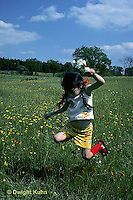 MD02-022z  Meadow - child with flowers
