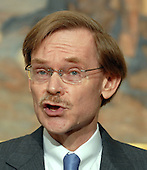 Washington, D.C. - May 30, 2007 -- Robert Zoellick speaks after United States President George W. Bush announced Zoellick as his choice to be the next World Bank President from the Roosevelt Room of the White House on Wednesday, May 30, 2007. Zoellick is a former Deputy Secretary of State and U.S. Trade Representative.   <br /> Credit: Roger L. Wollenberg - Pool via CNP