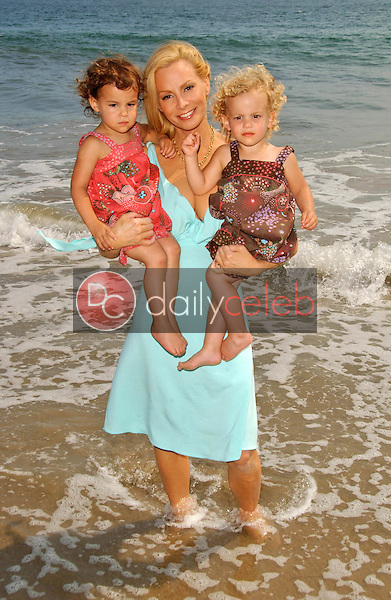 Cindy Margolis and daughters<br />