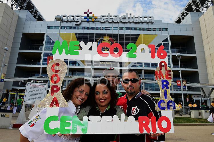 Action photo during the match Mexico vs Venezuela at NRG Stadium Copa America Centenario 2016. ---Foto  de accion durante el partido Mexico vs Venezuela , En el Estadio NRG. Partido Correspondiante al Grupo - C -  de la Copa America Centenario USA 2016, en la foto: Fans<br /> <br /> --- - 13/06/2016/MEXSPORT/Omar Martinez.