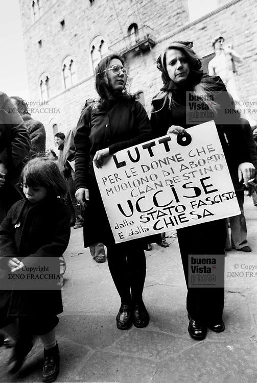 - women's demonstration for the abortion (Florence, 1975)<br /> <br /> - manifestazione femminista per l'aborto (Firenze, 1975)