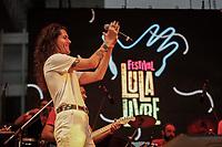 SÃO PAULO, SP 02.06.2019: FESTIVAL LULA LIVRE-SP - No palco Odair José e Filipe Catto. Artistas e militantes se uniram no Festival Lula Livre, que aconteceu na tarde deste domingo (02) na Praça da República, zona central da capital paulista, em protesto contra a prisão do ex-presidente Lula. (Foto: Ale Frata/Codigo19)