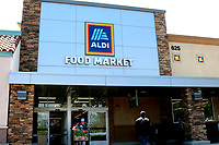 LOS ANGELES - APR 11:  Aldi Store and Signage at the Businesses reacting to COVID-19 at the Hospitality Lane on April 11, 2020 in San Bernardino, CA