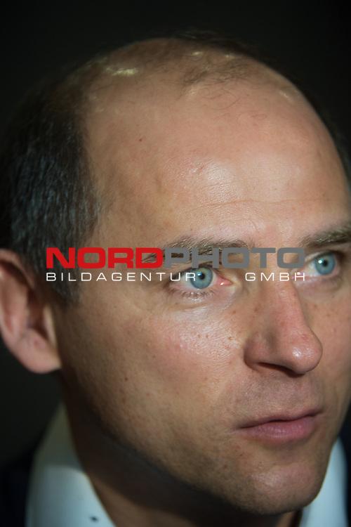 14.01.2015, Trainingsgelaende, Belek, TUR, 1.FBL, Trainingslager WERDER BREMEN, 2015, Viktor Skripnik (Trainer Werder Bremen<br /> <br /> Portrait <br /> Gestik, Mimik,<br /> Einzelaktion, Halbk&ouml;rper / Halbk&ouml;rper, Querformat <br /> <br /> <br /> Foto &copy; nordphoto / Kokenge