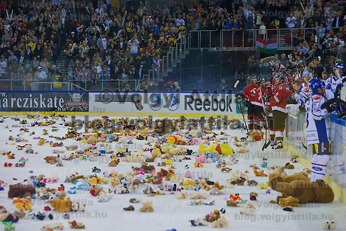 Members of the audience toss Teddy bears after Hungary's national ice hockey team won 4:3 against Finnland.