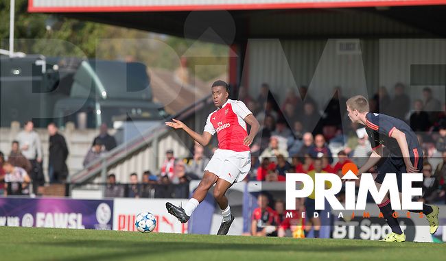 Alex Iwobi of Arsenal U19 plays a pass during the U19 UEFA Youth League match between Arsenal U19 and FC Bayern Munich U19 at Meadow Park, Borehamwood, England on 20 October 2015. Photo by Andy Rowland.
