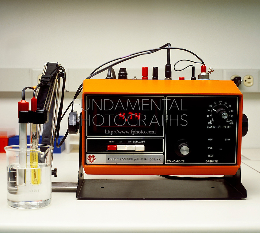 pH METER: ACIDIC SOLUTION<br /> Digital pH Meter Reading 4.74.