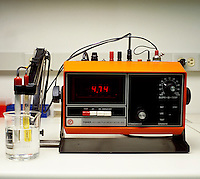 pH METER: ACIDIC SOLUTION<br />