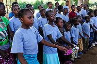TANZANIA Musoma, JIPE MOYO a shelter of the catholic church for girls which escaped from their village to prevent FGM female genital mutilation / TANSANIA Region Mara, Musoma, Projekte der Dioezese Musoma, JIPE MOYO, Zufluchtsort fuer Maedchen denen in ihrem Dorf Genitalverstuemmelung droht
