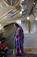 DJIBOUTI , Obock, refugee camp Markazi for yemeni war refugees, woman in tent provided by UNHCR / DSCHIBUTI, Obock, Fluechtlingslager Markazi fuer jemenitische Fluechtlinge