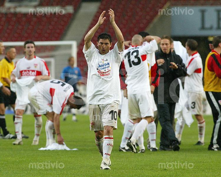 Fussball UI-Cup Finale 2002  VfB Stuttgart 2-0 OSC Lille JUBEL Krassimir Balakov (VfB)