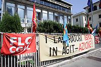 Il presidio davanti alla sede dell'Isfol a Roma, 7 giugno 2010, contro i tagli agli enti di ricerca..UPDATE IMAGES PRESS/Riccardo De Luca