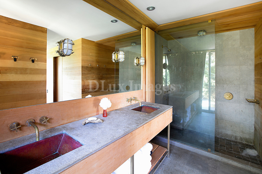 classic minimal bathroom