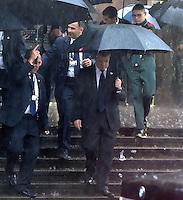 BOGOTA -COLOMBIA. 22-04-2014. Juan Manuel Santos (Izq), presidente de Colombia a la salida del homenaje póstumo al Nobel de Literatura, Gabriel García Marquez, hoy en la Plaza de Bolivar de Bogotá. García Marquez murió a los 87 años de edad en ciudad de México el pasado 17 de abril de 2014. / Juan Manuel Santos, president of Colombia at the end of posthumous tribute to  Colombian Nobel Prize-Winning Author Gabriel Garcia Marquez at Plaza de Bolivar in Bogota, Colombia. Garcia Marquez died at 87 in Mexico city the last April 17 of 2014. Photo: VizzorImage/ Gabriel Aponte / Staff