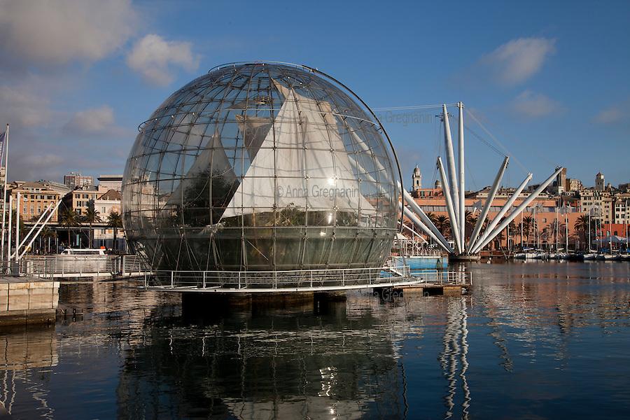 Genova, L'ascensore panoramico denominato Bigo e la cupola adibita a serra.
