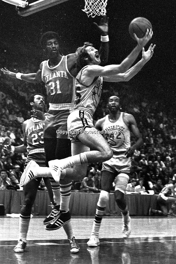 Golden State Warriors Jim Barnett scores against the Atlanta Hawks Bob Christian....(1972 photo/Ron Riesterer)