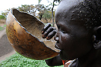 SOUTH-SUDAN Rumbek , village, Colocok, Dinka woman drinks water from calabash / SUED SUDAN, Rumbek,  Dorf Colocok, Dinka Frau trinkt Wasser aus Kalabasse
