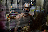 BANGLADESH, District Tangail, Kalihati, village Southpara, Sari weaving unit, portrait of weaver / BANGLADESCH, Distrikt Tangail, Kalihati, village Southpara, Sari Weberei, Weber am Webstuhl