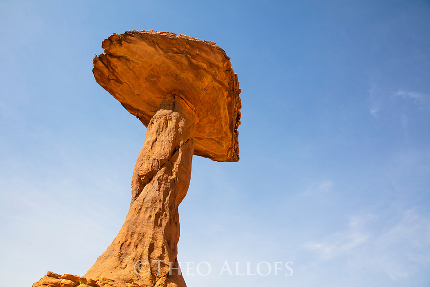Chad (Tchad), North Africa, Sahara, Ennedi, mushroom rock