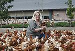 Foto: VidiPhoto<br /> <br /> RENSWOUDE – Biologisch pluimveehoudster Gerda van den Brandhof uit Renswouden voor haar stallen. Samen met haar man en drie zoons runt ze het bedrijf met 19.000 biologische kippen.