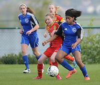 U 16 Belgian red Flames - virginia USA :<br /> <br /> duel tussen Kyra Ricks (R) en Julie Veyt (L)<br /> <br /> foto Dirk Vuylsteke / Nikonpro.be