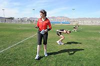 SCHAATSEN: EILAT (ISR): Trainingskamp Team Op=Op Voordeelshop, 17-01-2012, trainer/coach Renate Groenewold, Lisette van der Geest, Annouk van der Weijden, ©foto Martin de Jong