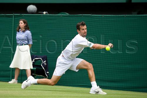June 26 2010:  Rafael Nadal ESP (2) v Philipp Petzschner GER (33). Wimbledon international tennis tournament held at the All England Lawn Tennis Club, London, England.