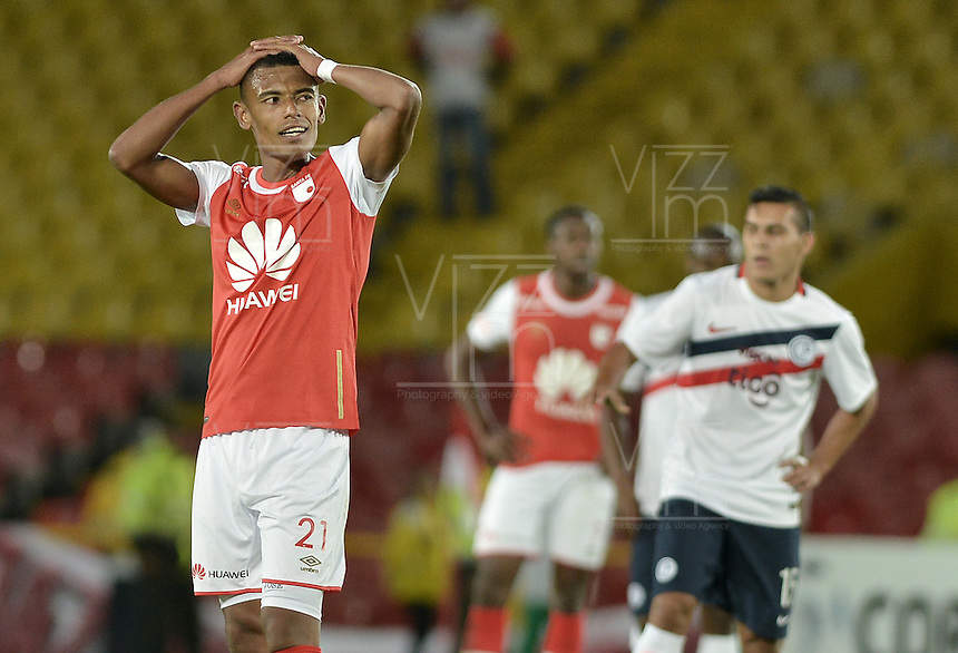 BOGOTÁ-COLOMBIA-16-02-2016: William Tesillo jugador de Santa Fe lamenta el resultado del  partido entre Independiente Santa Fe de Colombia y Cerro Porteño de Paraguay de la fecha 1 por la segunda fase, llave G8, de la Copa Bridgestone Libertadores 2016 jugado en el estadio Nemesio Camacho El Campin de la ciudad de Bogotá./ William Tesillo player of Santa Fe laments the result of the match between Independiente Santa Fe of Colombia and Cerro Porteño of Paraguay of the date 1 for the second phase, G8 key, of the Copa Bridgestone Libertadores 2016 played at Nemesio Camacho El Campin stadium in Bogota city.  Photo: VizzorImage/ Gabriel Aponte /Staff
