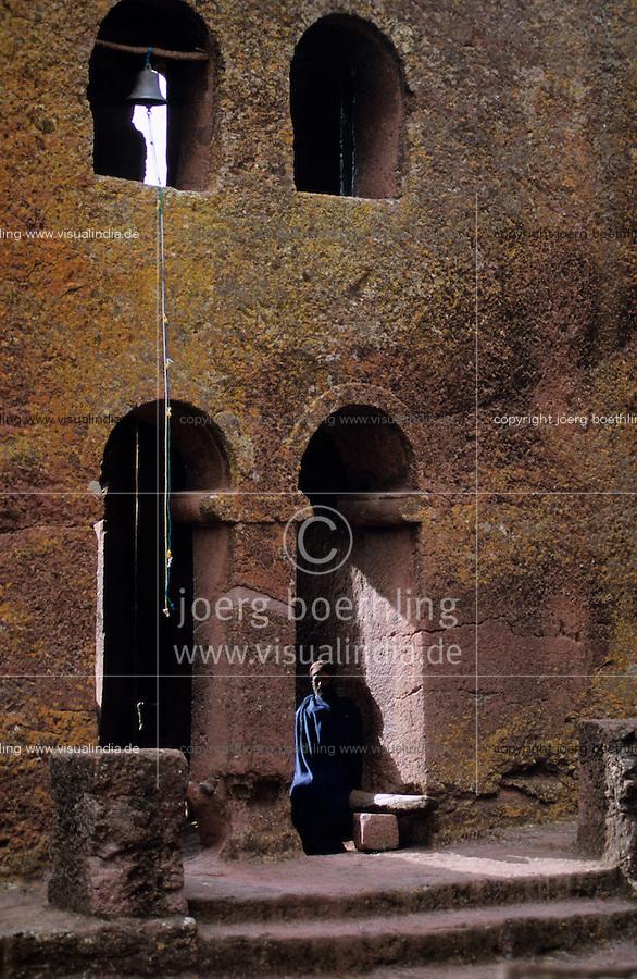 ETHIOPIA Lalibela, rock church, the monolith rock churches were built by King Lalibela 800 years ago / AETHIOPIEN Lalibela oder Roha, Felsenkirche , Koenig LALIBELA liess die monolithischen Felsenkirchen vor ueber 800 Jahren in die Basaltlava auf 2600 Meter Hoehe hauen und baute ein zweites Jerusalem nach