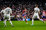 Saul Niguez of Atletico de Madrid (C) in action during their La Liga  2018-19 match between Real Madrid CF and Atletico de Madrid at Santiago Bernabeu on September 29 2018 in Madrid, Spain. Photo by Diego Souto / Power Sport Images