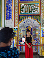 Fotografieren in der Festung Ark in Buchara, Usbekistan, Asien, UNESCO-Weltkulturerbe<br />