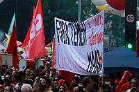 SÃO PAULO,SP, 15.03.2017 - PROTESTO-SP - Trabalhadores e integrantes de centrais sindicais e diversas outras entidades protestam na Avenida Paulista, em São Paulo, na tarde desta quarta-feira, 15, Dia Nacional de Paralisação e Mobilização, contra as Reformas da Previdência e Trabalhista. (Foto: Amauri Nehn/Brazil Photo Press)