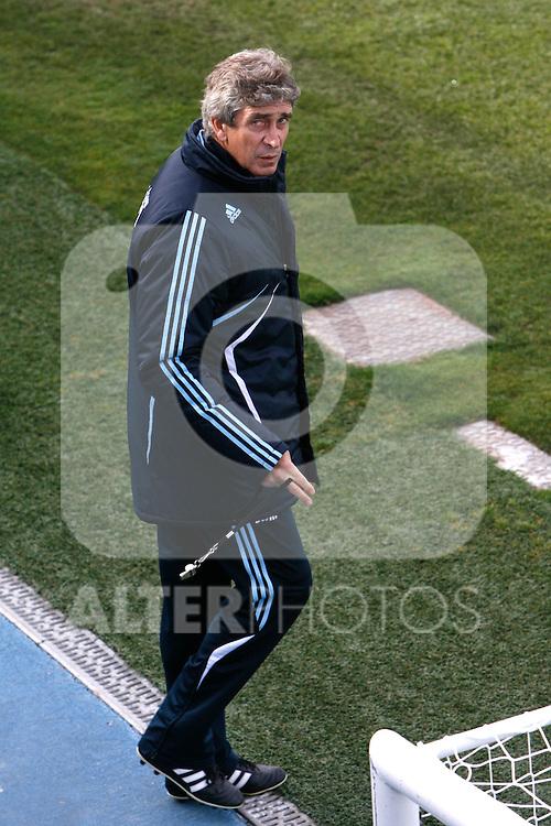 Madrid (02/03/10).-Entrenamiento del Real Madrid..Manuel Pellegrini...© Alex Cid-Fuentes/ ALFAQUI..Madrid (02/03/10).-Training session of Real Madrid c.f..Manuel Pellegrini...© Alex Cid-Fuentes/ ALFAQUI.
