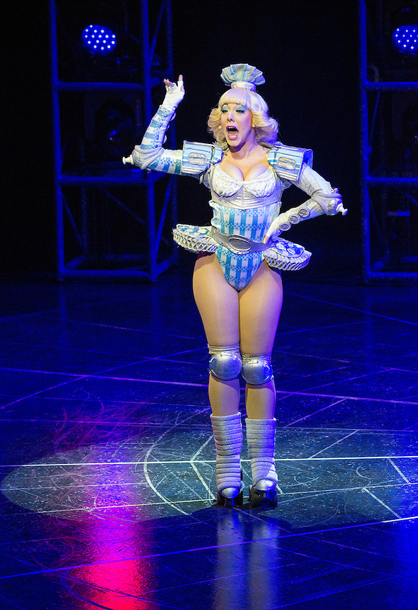 Andrew Lloyd Webber&rsquo;s electrifying musical-on-roller-skates, STARLIGHT EXPRESS, has its South East Asia Premiere at the Lyric Theatre, Hong Kong Academy for Performing Arts tonight.<br /> Pearl the Observation Car<br /> Dinah the Dining Car<br /> Buffy the Buffet Car<br /> Duvay the Sleeper Car