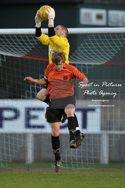 Danny Knowles (Hornchurch goalkeeper) collects. AFC Hornchurch Vs Enfield 1893. Capital League Central Division. The Stadium. Essex. 12/04/2011. MANDATORY Credit Sportinpictures/Garry Bowden - NO UNAUTHORISED USE - 07837 394578